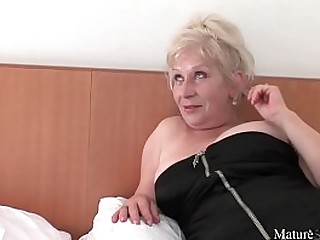 mature loves to be fucked