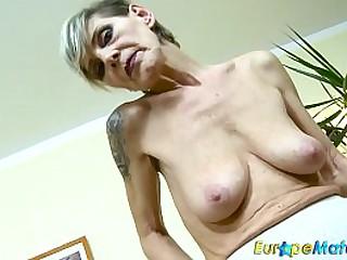 EuropeMaturE Slim Granny..